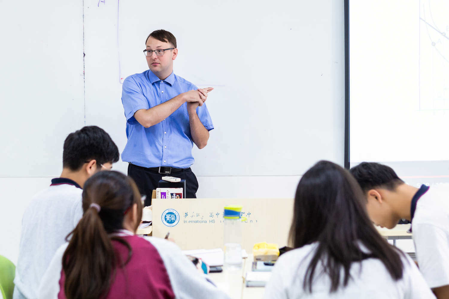 Nanjing-high-school-teacher-classroom-1500x1000