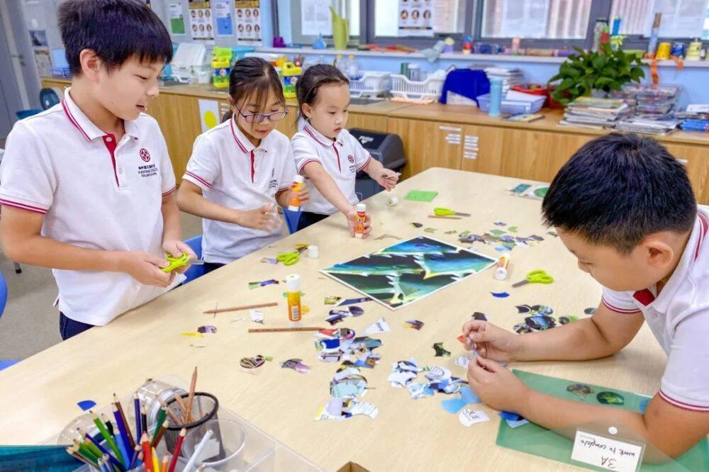 Children do crafts